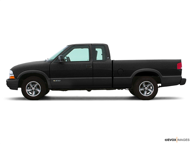 2003 Chevrolet S-10 Vehicle Photo in Sioux City, IA 51101