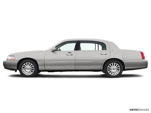 2005 LINCOLN Town Car Vehicle Photo in Melbourne, FL 32901