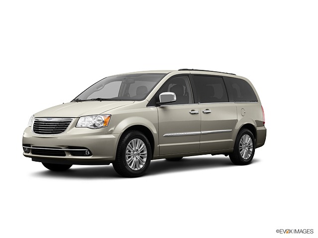 2013 Chrysler Town & Country Vehicle Photo in Gardner, MA 01440